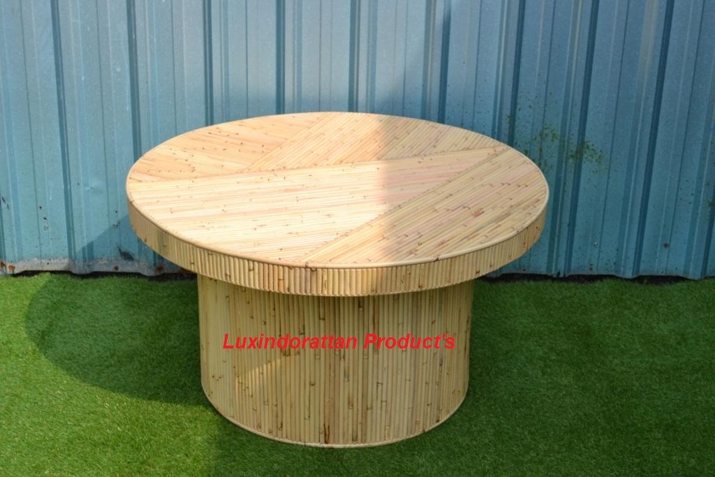 Almira-Round-Table